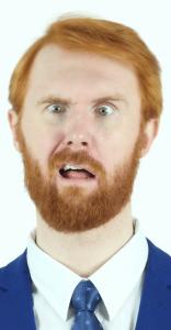Ragazzo con la barba confuso